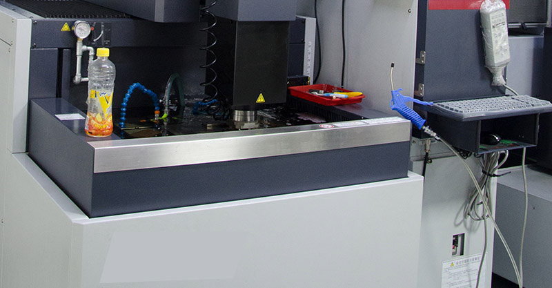 Japan, Switzerland has developed the latest EDM discharge equipment